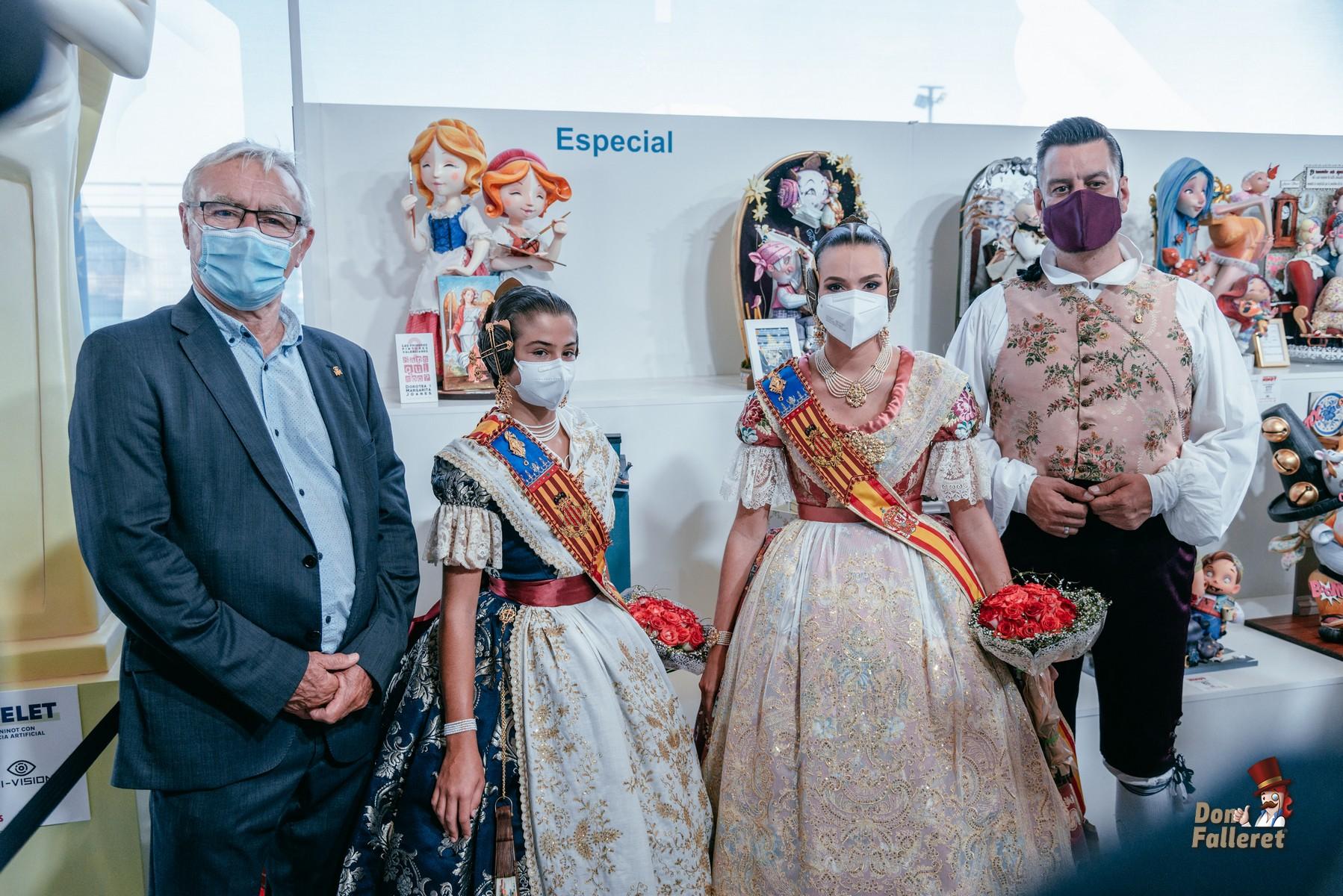 El Alcalde Joan Ribó junto a Carla García, Consuelo Llobell y Carlos Galiana Foto: Fran Adlert/Don Falleret
