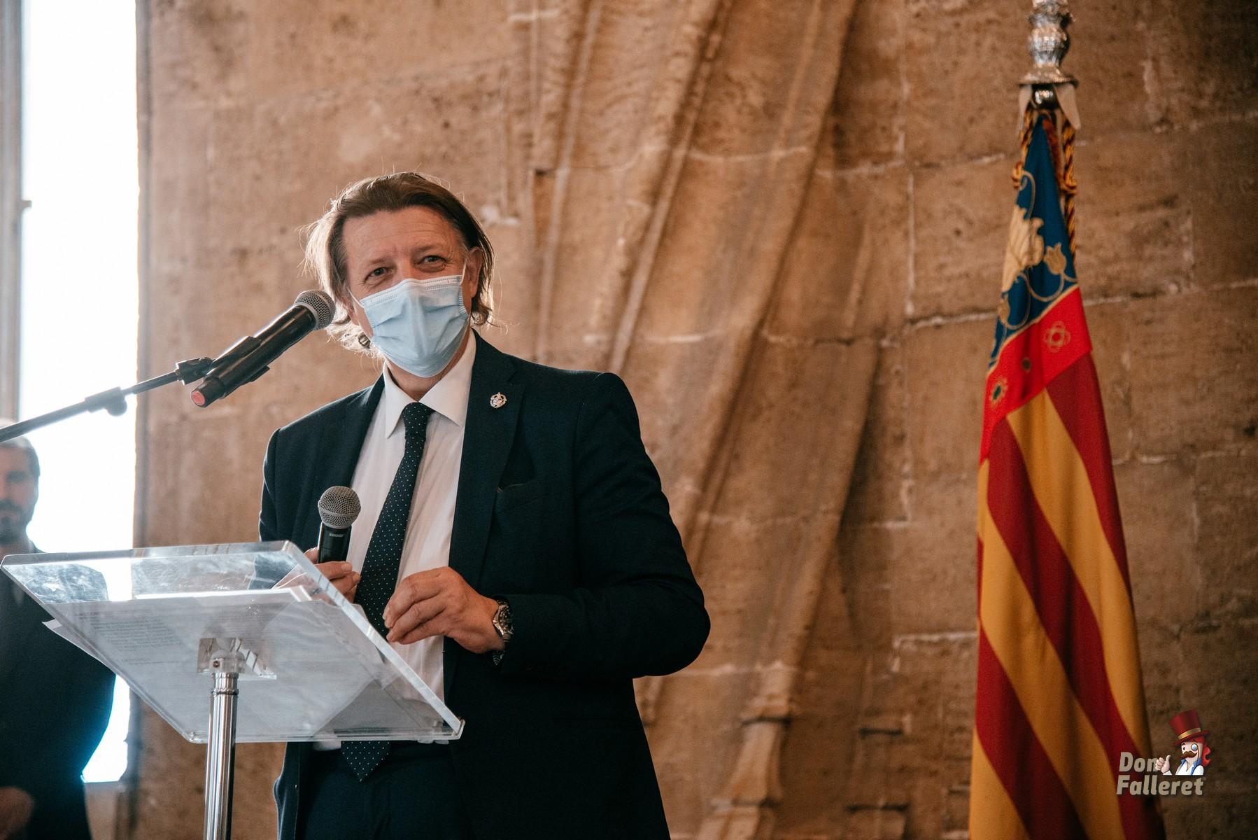 Intervención de Tono Fagoaga, Presidente de la Agrupación de Fallas La Seu-Xerea-Mercat. Foto: Fran Adlert/Don Falleret