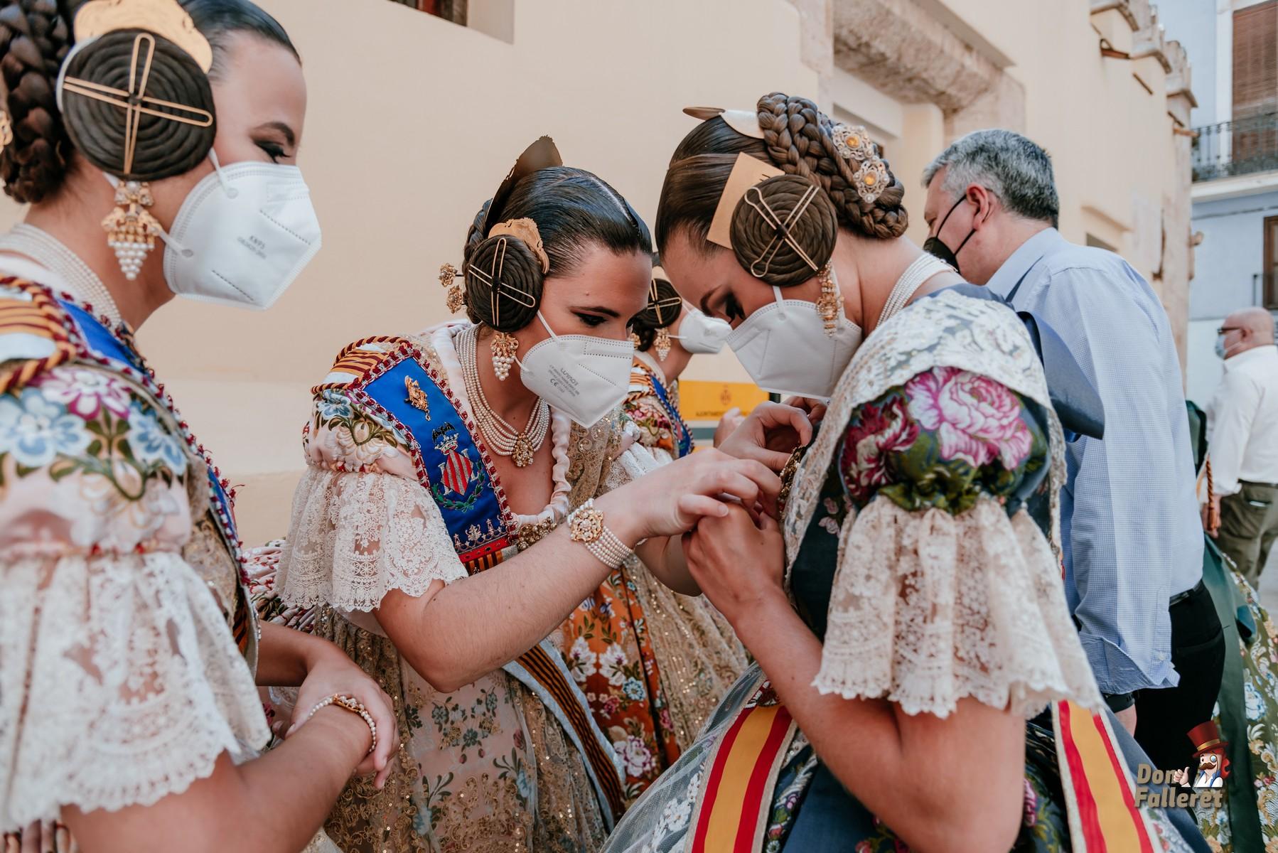 Ayudando a Consuelo. Foto: Fran Adlert/Don Falleret